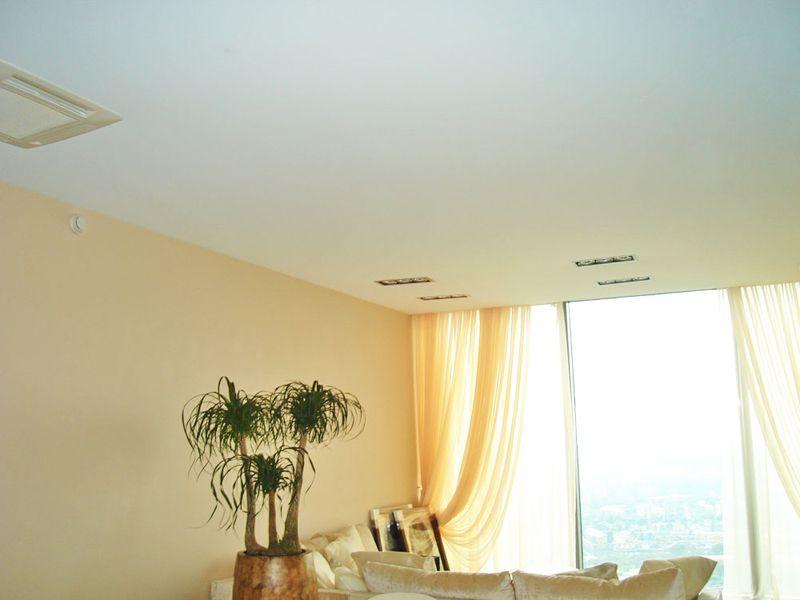Фото - Текстурный сатиновый натяжной потолок