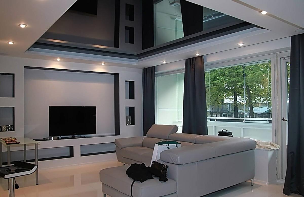 Фото - Чёрный глянцевый натяжной потолок в 2 уровня
