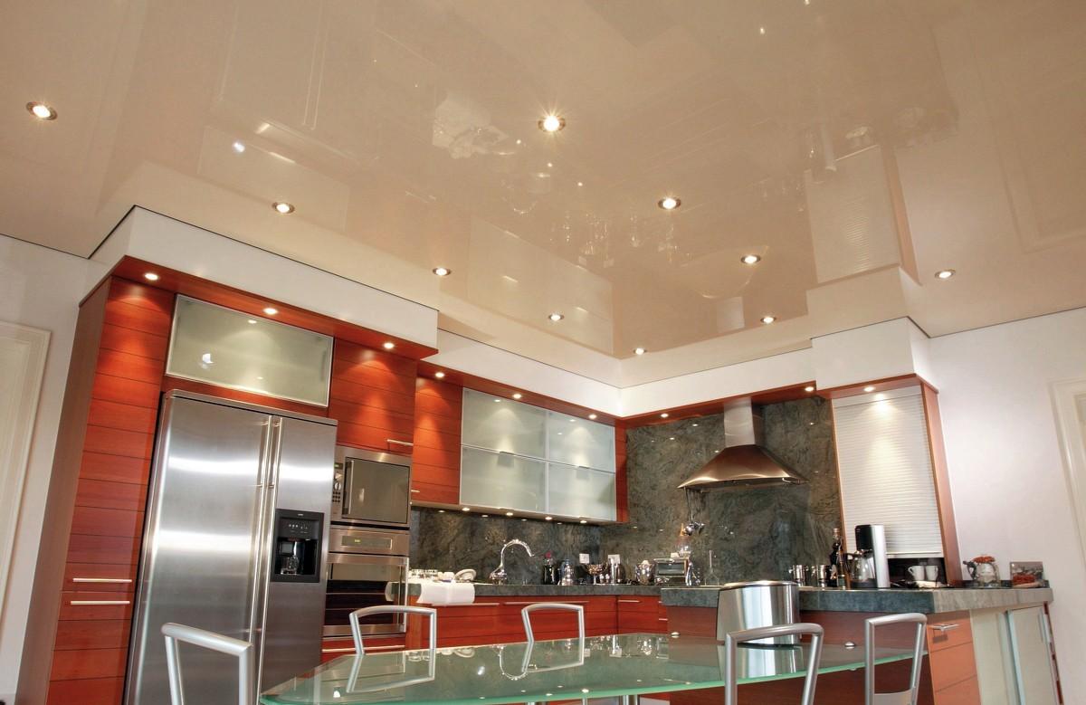 Фото - Бежевый глянцевый натяжной потолок в 1 уровень