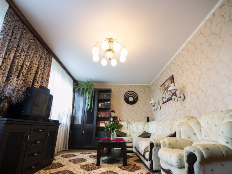 Фото - Классический тканевый натяжной потолок