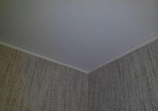 Фото 23 – Правильный монтаж натяжного потолка в углах