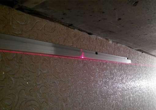 Фото 12 – Правильная установка профиля для натяжного потолка