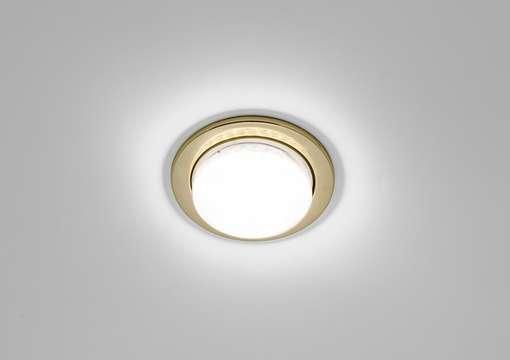 Фото 1 – Правильная установка светильника в натяжной потолок